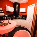 Espace détente avec sauna et spa dans la Suite Glamour et spa votre appartement tous confort en Location privée APPART SPA 21 de Dijon votre appartement privé tout confort