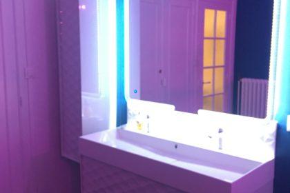 Salle de bain luxueuse dans votre appartement tous confort Location privée APPART SPA 21 de Dijon votre appartement privé de luxe avec salle de cinéma, spa et sauna