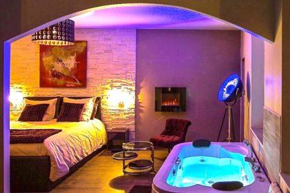 Appartement romantique avec spa privatif et chambre avec jacuzzi à Dijon